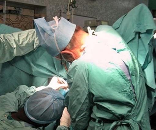 Travolto da un'auto si frattura il bacino: a Vercelli viene operato senza trasfusioni