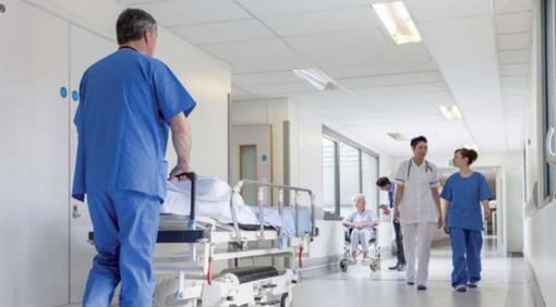 Gli ospedali possono riaprire alle visite dei parenti: le modalità da seguire