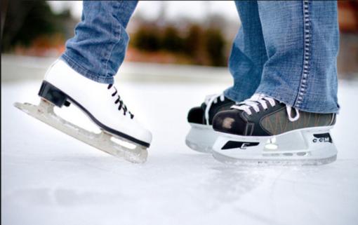 Torna la pista di pattinaggio su ghiaccio. Con polemiche annesse