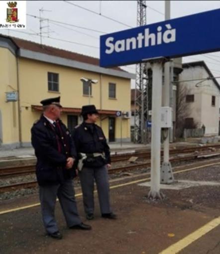 Pistola carica nascosta lungo la linea ferroviaria