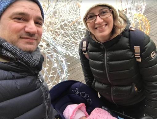 Paola Locarni con il marito e la figlioletta