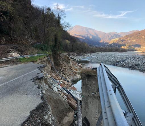 Il tratto della provinciale Doccio - Crevola spazzato via dall'acqua