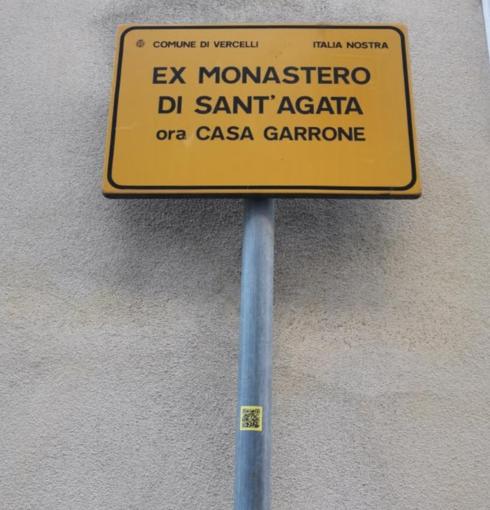 Uno dei cartelli di Italia Nostra con il QR code