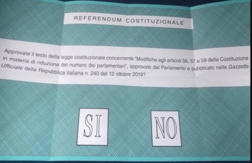 Urne aperte per l'Election day: mascherina e distanziamento anche nei seggi