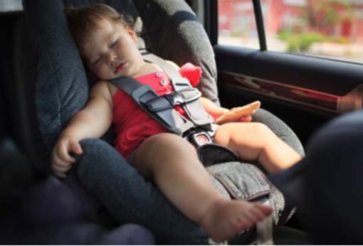 """Dispositivi """"anti abbandono"""" per bimbi fino a 4 anni: scatta l'obbligo"""