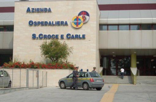 800mila euro di protesi pagate e sparite: caposala di Cuneo arrestato per truffa