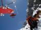 Crolla un ponte di neve: alpinista finisce in un crepaccio