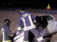 Fuori strada con l'auto: due persone in ospedale