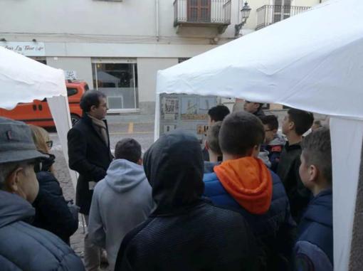 Una classe in visita all'ingresso della Torre (ph Vittorio Bosetti)