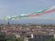 Le Frecce Tricolori abbracciano Torino: lo spettacolo nel cielo sopra piazza Vittorio [VIDEO]