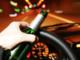 Ubriaco, ferma l'auto in mezzo alla strada: sanzionato e denunciato