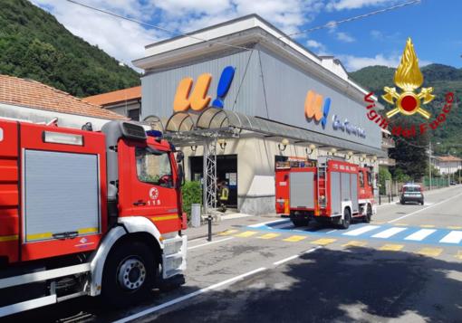 Principio di incendio al frigo di un supermercato
