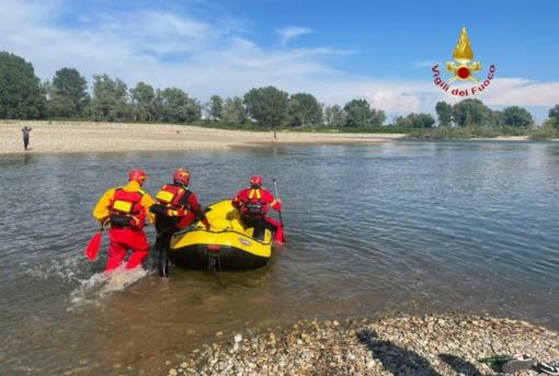 Ragazzo sparisce tra le acque della Sesia: ricerche nella zona di corso Rigola