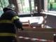 Cede il controsoffitto dell'ufficio: impiegata finisce in ospedale - FOTO