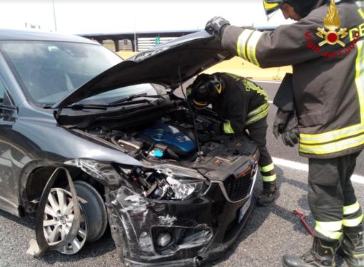 Schianto in autostrada: vettura distrutta a Borgo d'Ale